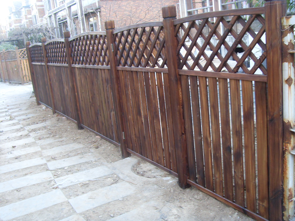 户外木栅栏